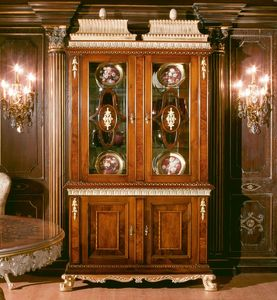 Art. 1057, Vitrine en noyer avec 2 portes en verre, 700-800 de style