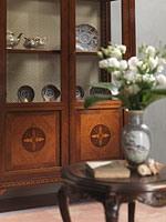 Art. 910 display cabinet, Vitrine élégante avec des étagères en verre,  style classique