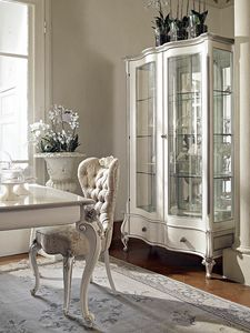 Carpi vitrine, Vitrine sculptée avec finition blanche et argentée