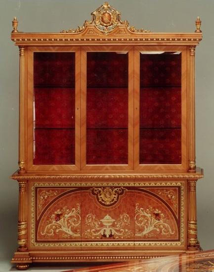 F500 Display cabinet, Vitrine de style classique en bois, sculptés à la main