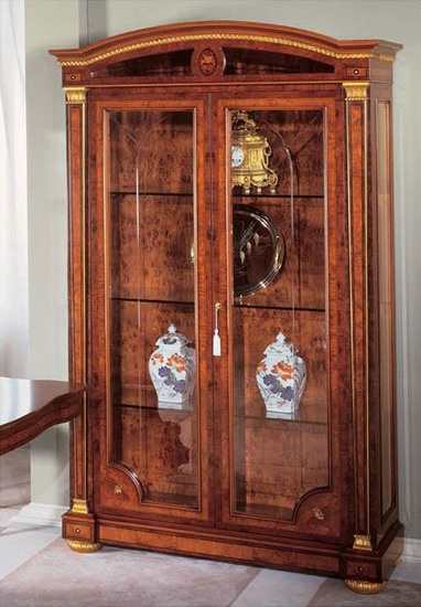 IMPERO / Display cabinet with 2 doors, Vitrine de luxe en frêne, style classique