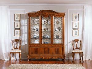 OLIMPIA B / vitrine � trois portes, Affichage traditionnel avec 3 portes, en bois de noyer, de fines sculptures