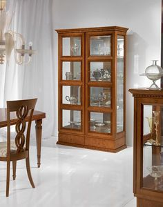 V478 Quadrotti vitrine, Vitrine classique pour le salon, deux portes, pour des s�jours