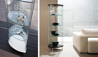 OLIVELLA, Vitrine avec base en bois, des étagères en verre, pour le musée